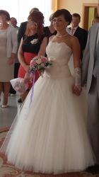 Нежное .. и  элегантное  свадебное  платье