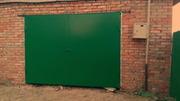 Секционные и сварные из металла ворота для гаража